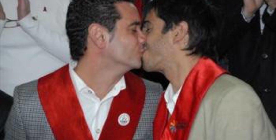 Primer Matrimonio Gay Catolico : Polémica por primer matrimonio homosexual bendecido por la iglesia