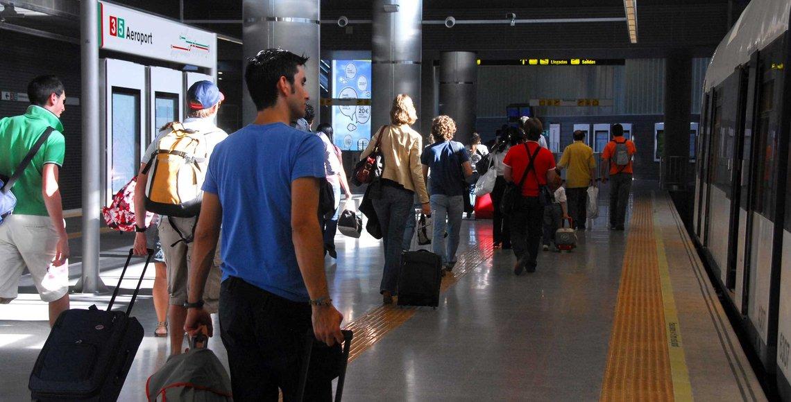Los jóvenes españoles seguirán emigrando en la próxima década, según los datos manejados por el Gobierno.