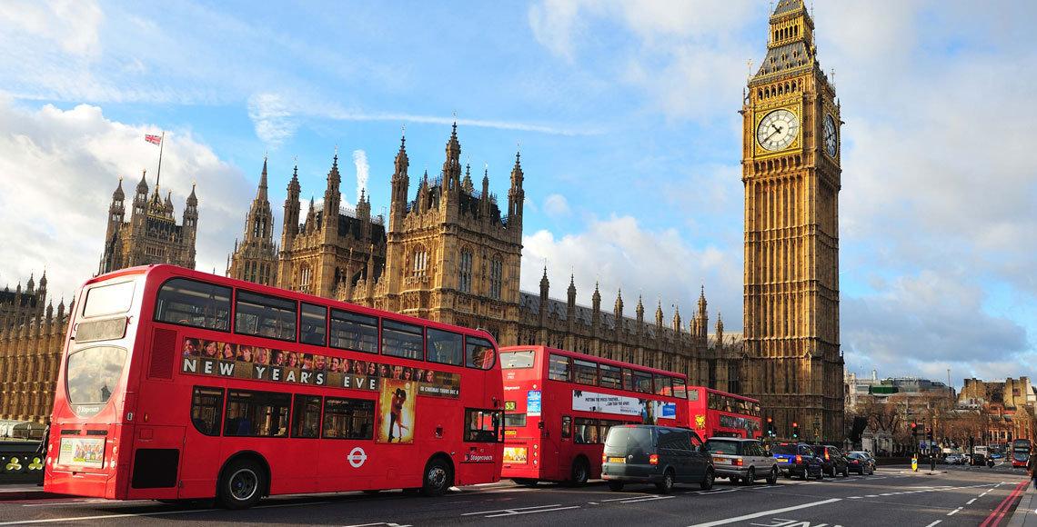 Los españoles del Reino Unido, preocupados por los anuncios de recortes en sus derechos y ayudas sociales.