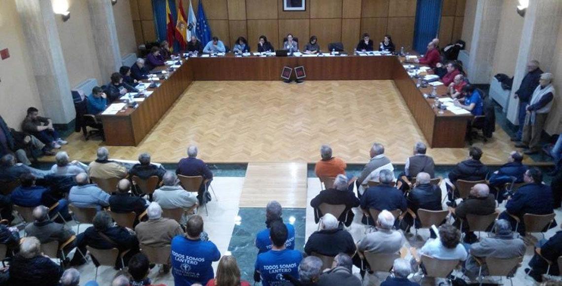 Los retornados llenaron el salón de Plenos del Ayuntamiento de Vilagarcía.