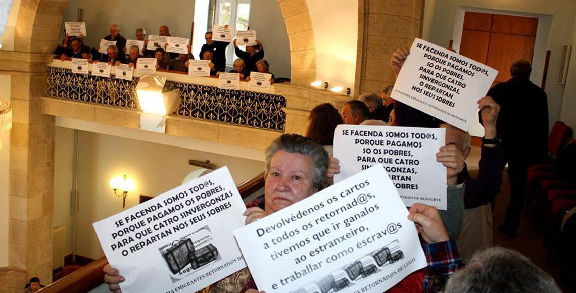 Los retornados de la provincia de Lugo durante el Pleno que debatió la moción del BNG de apoyo a las reclamaciones del colectivo.