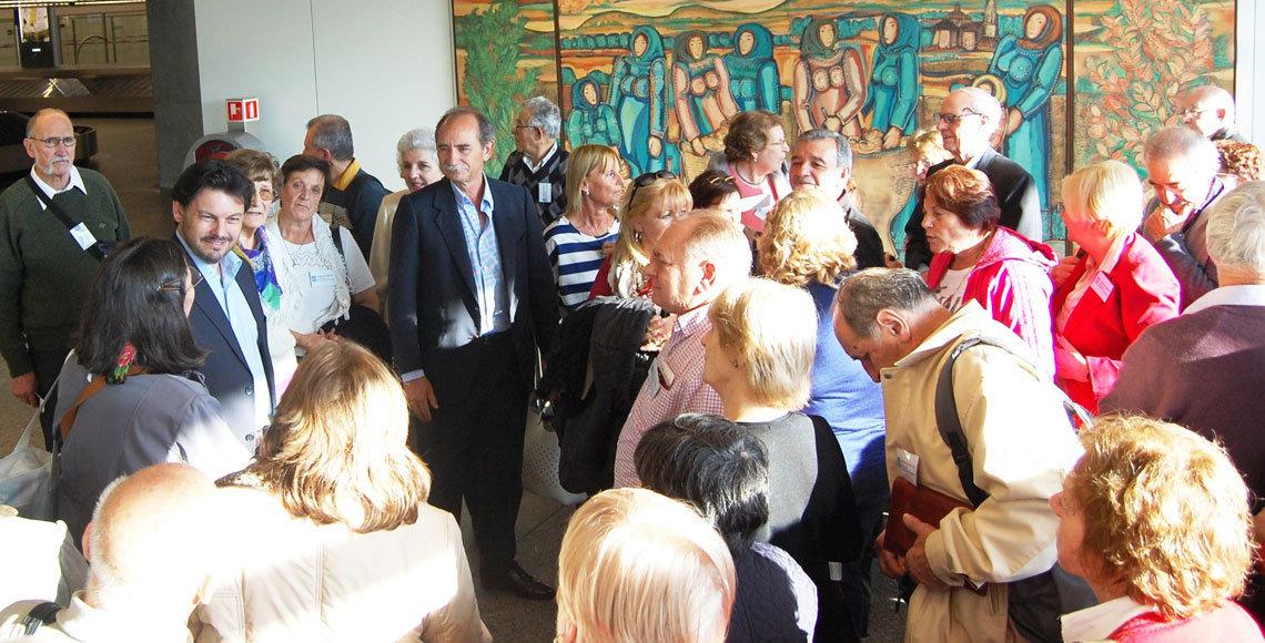 Llegada al aeropuerto de Santiago de parte de los beneficiarios del programa Reencontros na Casa, en 2014.