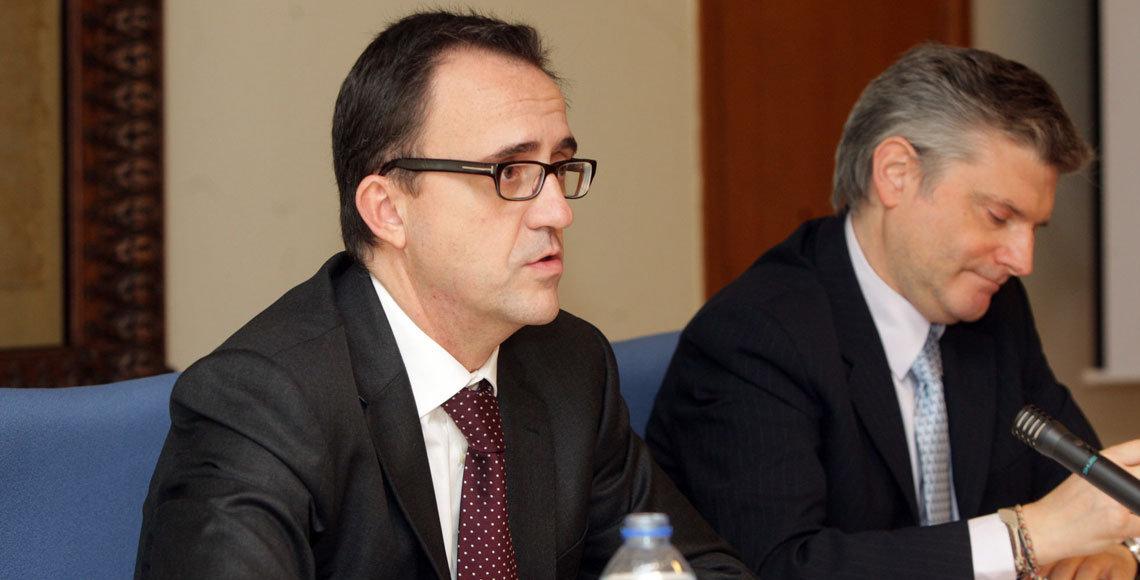 El director de la Agencia Tributaria en Galicia, Ulpiano Villanueva, en primer plano.