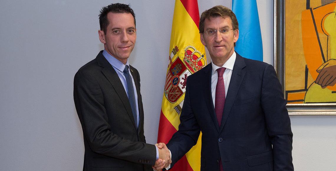 Alberto Núñez Feijóo con el nuevo presidente de la Hermandad Gallega de Caracas.