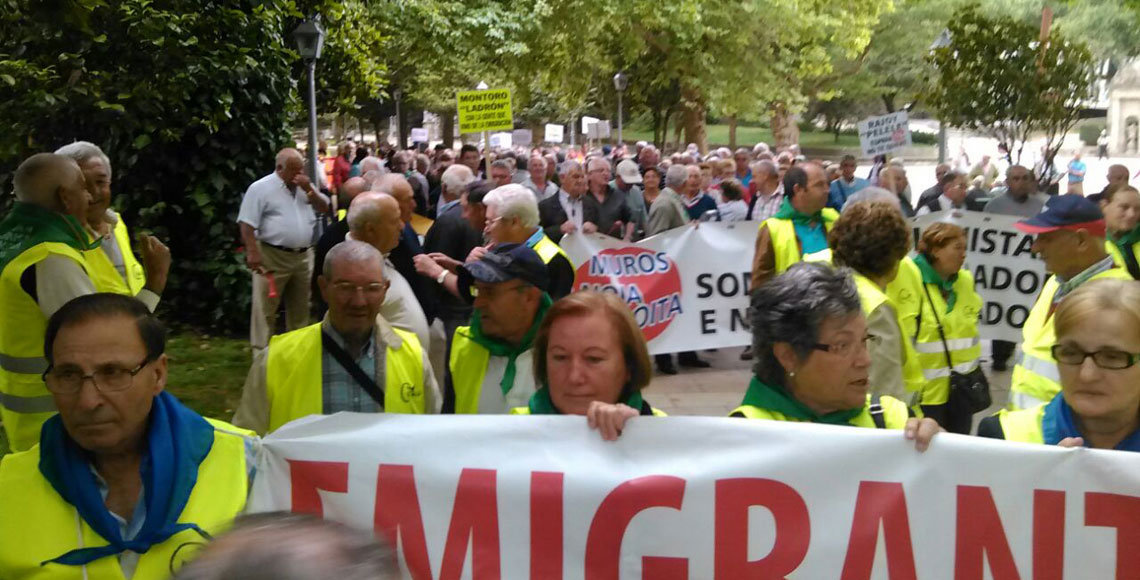 Manifestación de retornados gallegos por las calles de Santiago de Compostela, el pasado mes de junio.