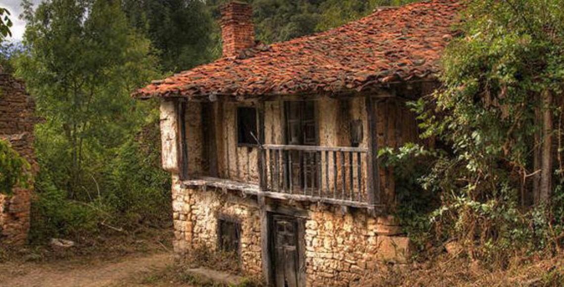 Se vende aldea en cantabria por un mill n y medio de euros - Venta de casas rurales en cantabria ...