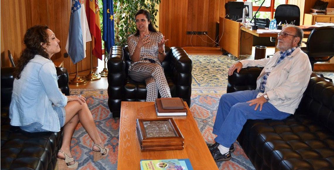 La presidenta del Parlamento de Galicia, Pilar Rojo, con el presidente de la Federación de Asociaciones Gallegas en Argentina, Francisco Lores.