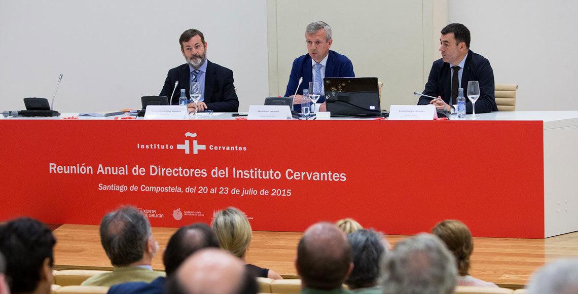 El director del Cervantes, Rodríguez-Ponga; el vicepresidente de la Xunta, Alfonso Rueda y Román Rodríguez, conselleiro de Cultura y Educación, en la clausura de encuentros de directores del Cervantes.