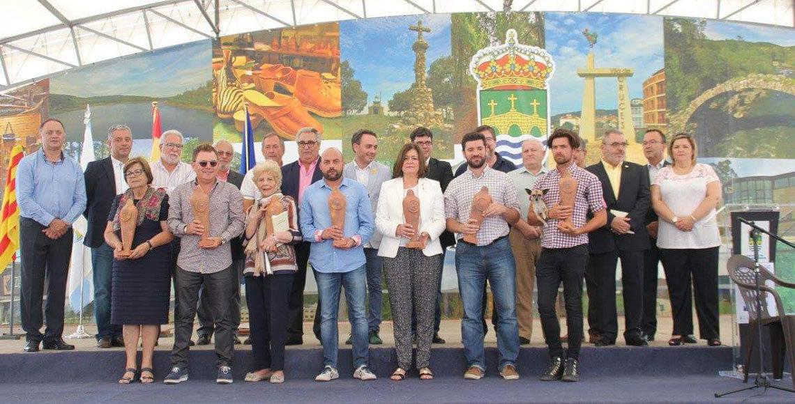 Foto de grupo de los galardonados con el Premio Alecrín 2015 que concede la Fegalcat. (Foto: A. Ribas)