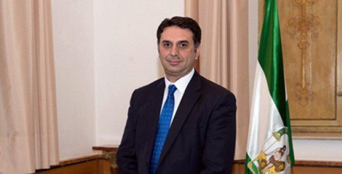 Fernández destaca que el turismo en Andalucía genera 17.600 millones