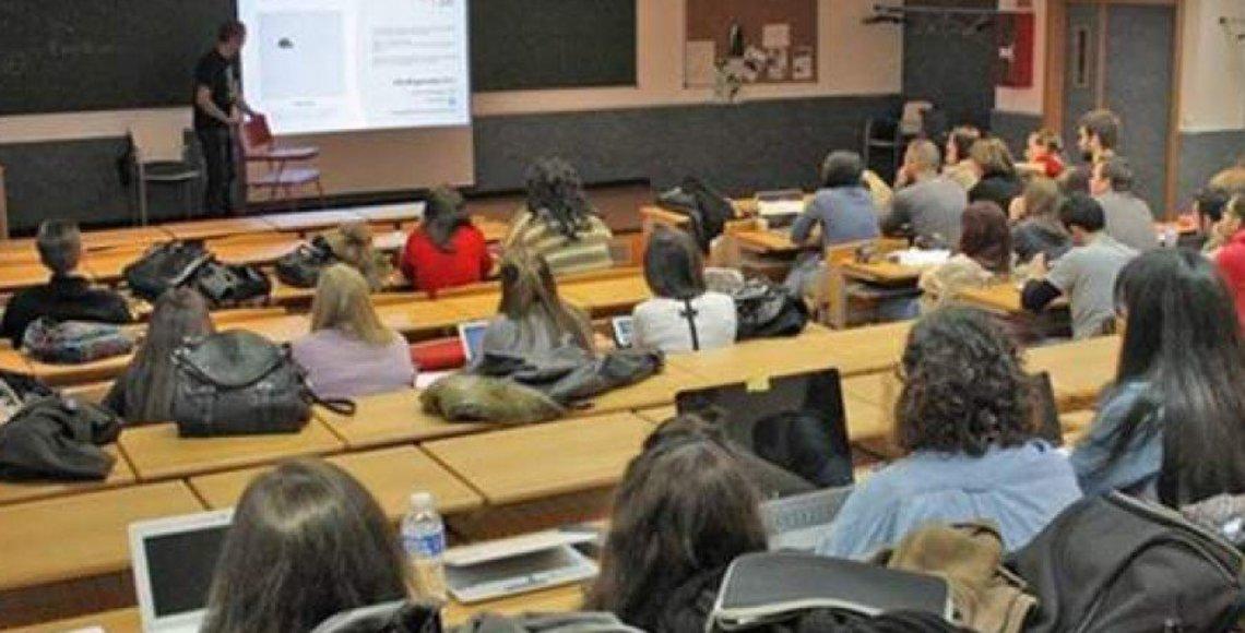 Educaci n convoca cerca de plazas para docentes en for Funcionarios docentes en el exterior