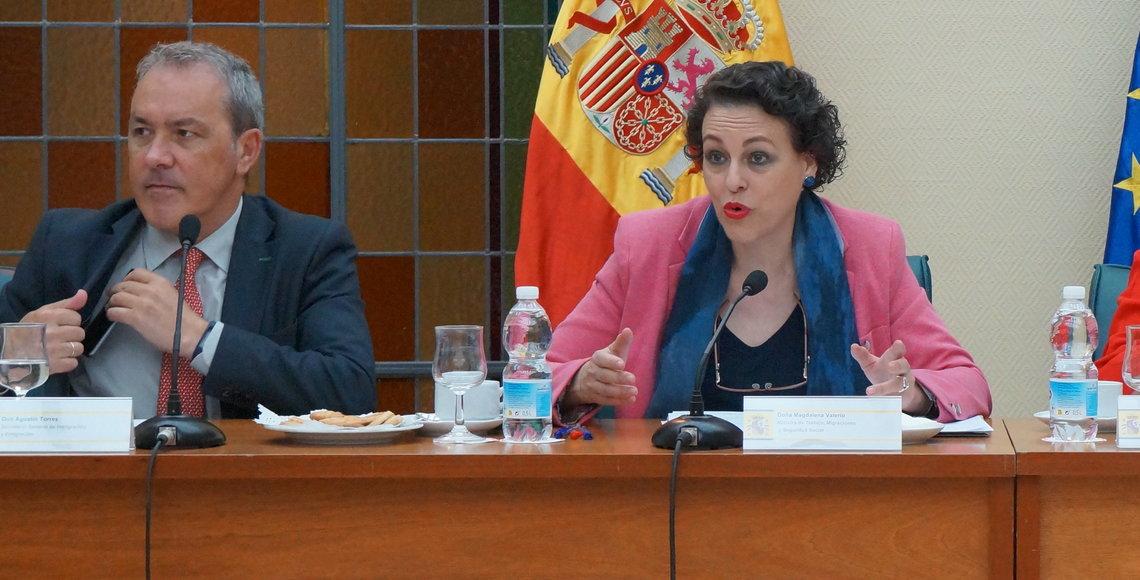 La ministra Magdalena Valerio con Agustín Torres, el secretario general de Inmigración y Emigración