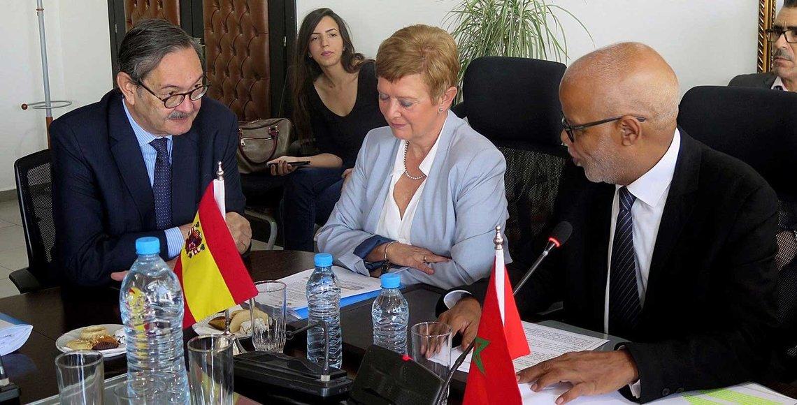 La Secretaria de Estado de Migración, Consuelo Rumí, junto al embajador de España en Rabat, Ricardo Díez (i) durante su reunión con el ministro marroquí de Empleo, Mohamed Yatim, dentro de su visita a Marruecos. EFE/Javier Otazu