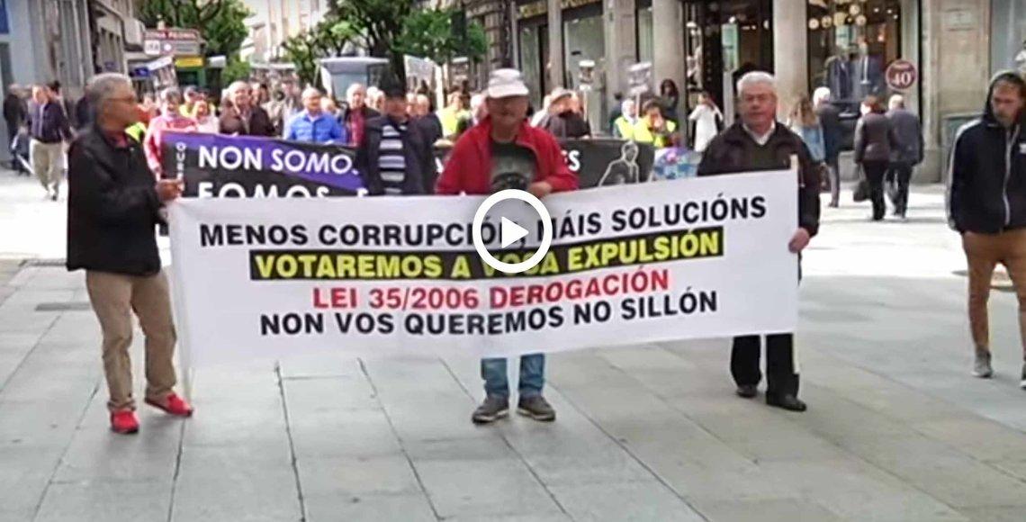 El colectivo de emigrantes ourensanos retornados volvió a salir  a la calle para reivindicar sus derecho