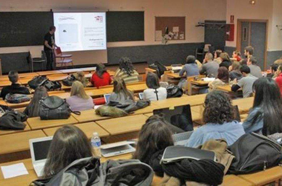 Educaci n convoca cerca de plazas para docentes en for Convocatoria docentes exterior